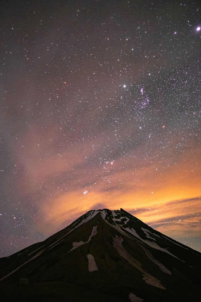 Volcan Taranaki de nuit